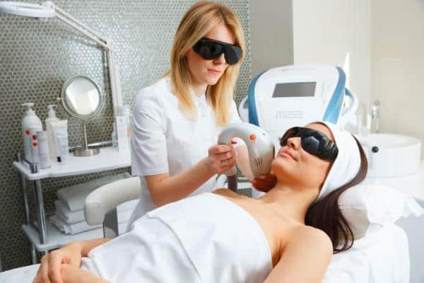 аппаратная терапия при лечении дерматита